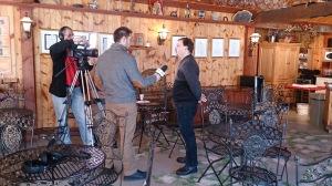 Équipe de la Télévision d'ici en entrevue avec Jean-Marc Lavoie, de Miels des Grands Jardins
